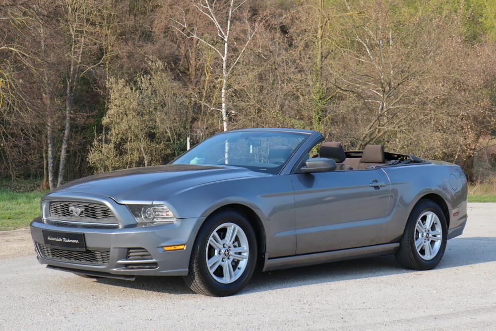 ford mustang cabrio 2013. Black Bedroom Furniture Sets. Home Design Ideas